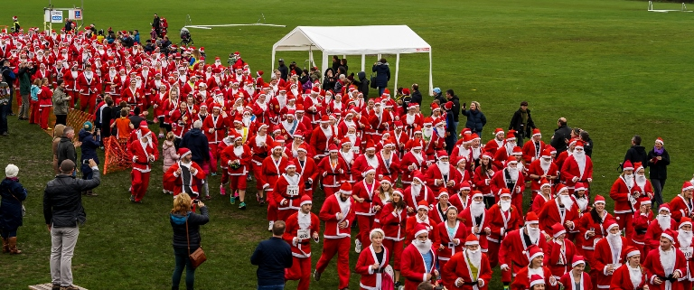 900 runners bring festive spirit to the streets of Saltford at sixth Santa Dash