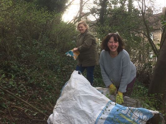 Volunteers roll up sleeves to start work on creating town centre nature reserve in Keynsham