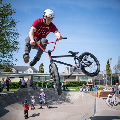 Professionals drop in for a day of demos and fun at Keynsham skate park